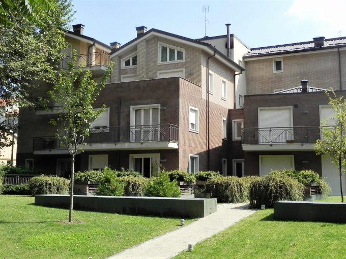 TORINO – Corso Casale – Palazzo