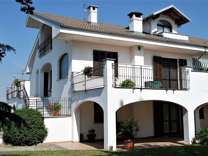 VALFENERA (AT) – Villa